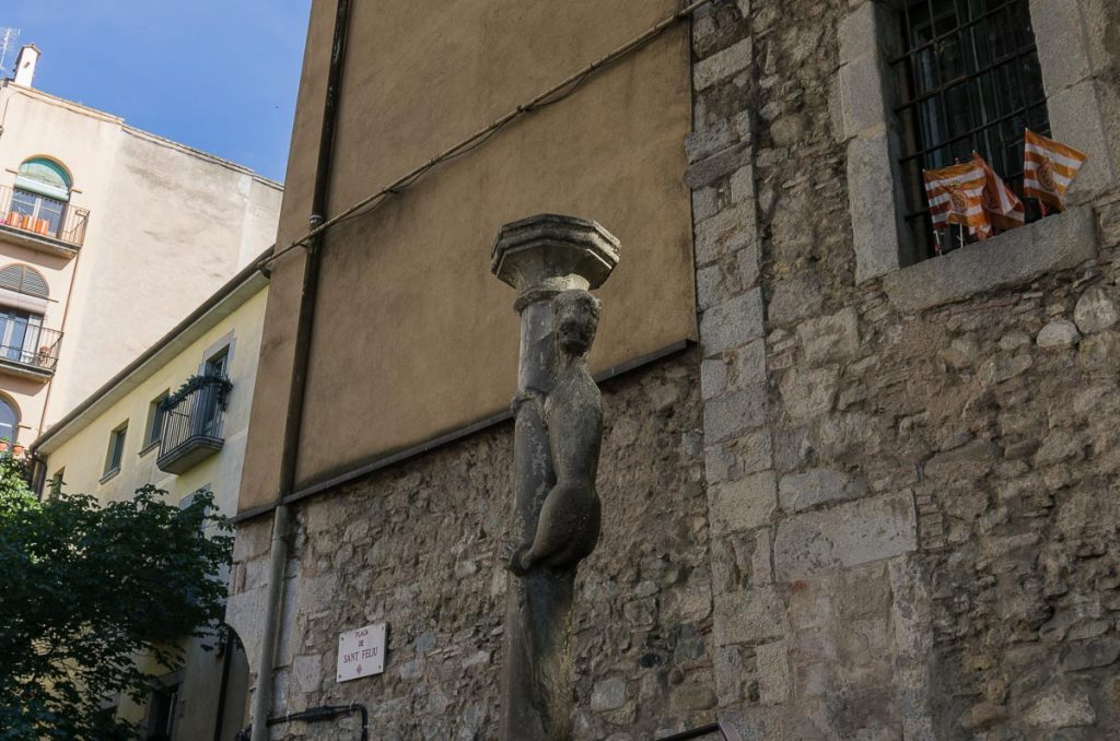 Kiss the Lion Statue: Best Things to Do in Girona