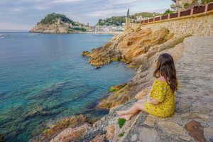 How to Find your Blogging Niche - Sitting on rocks at seaside