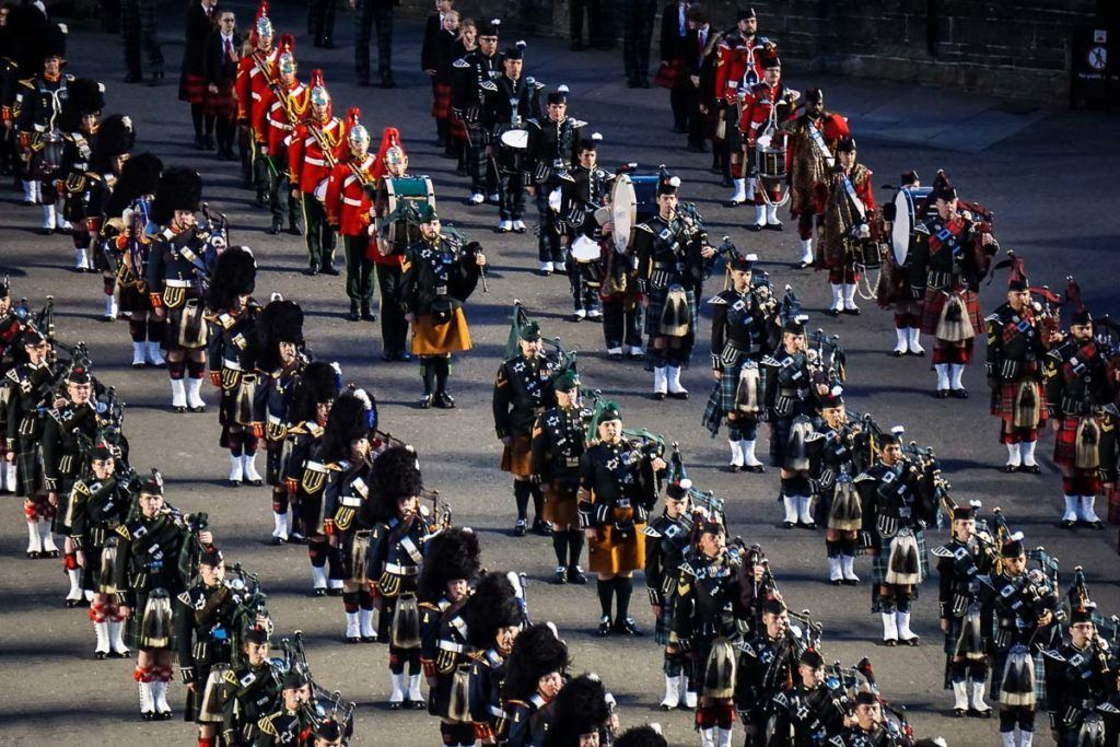 Edinburgh Tattoo: Marching bands in lines