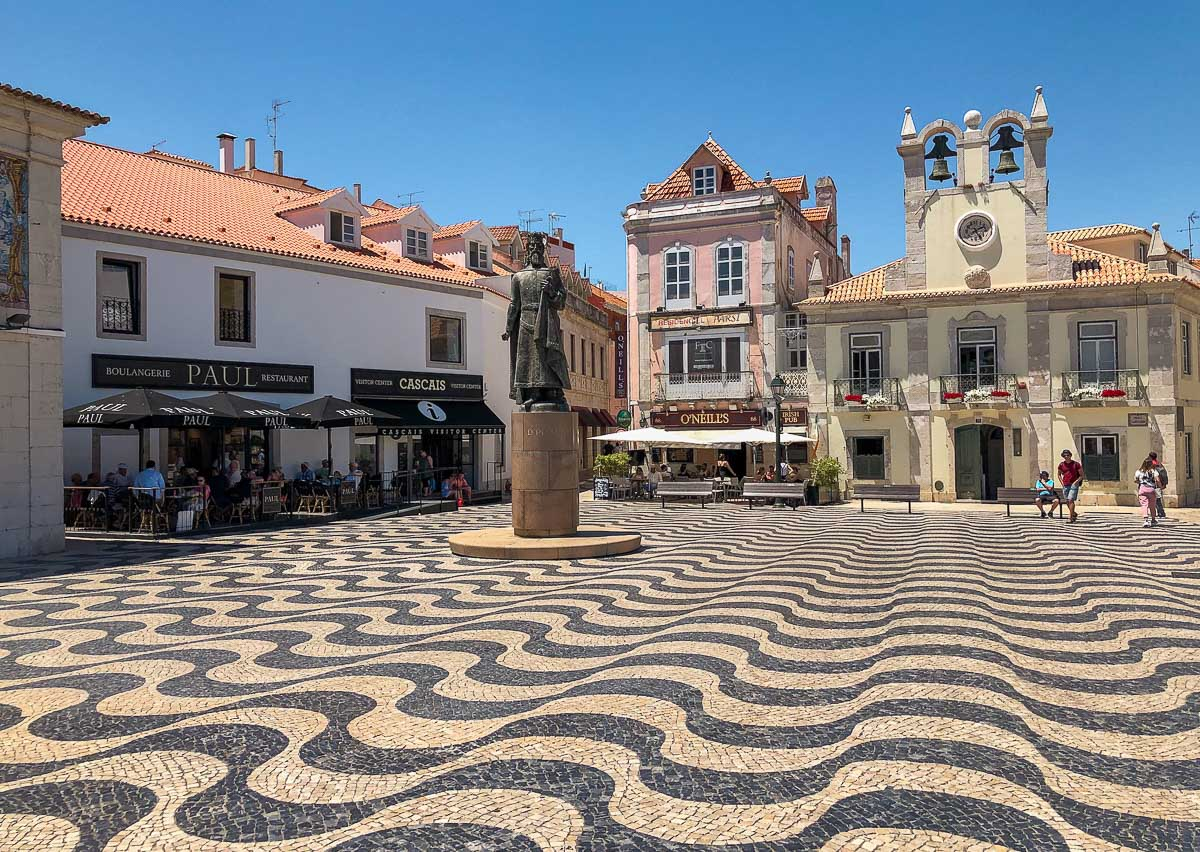 Square in Cascais with wavy concrete and old buildings