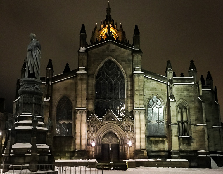 Edinburgh in winter - St Giles Cathedral in snow