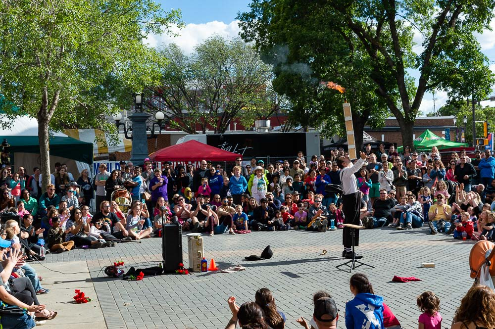 Expat in Edmonton - Street Performers Festival Crowds around performer
