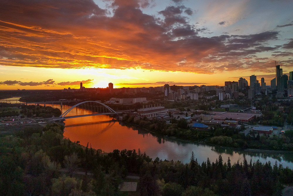 Expat in Edmonton - Sunset over Edmonton city
