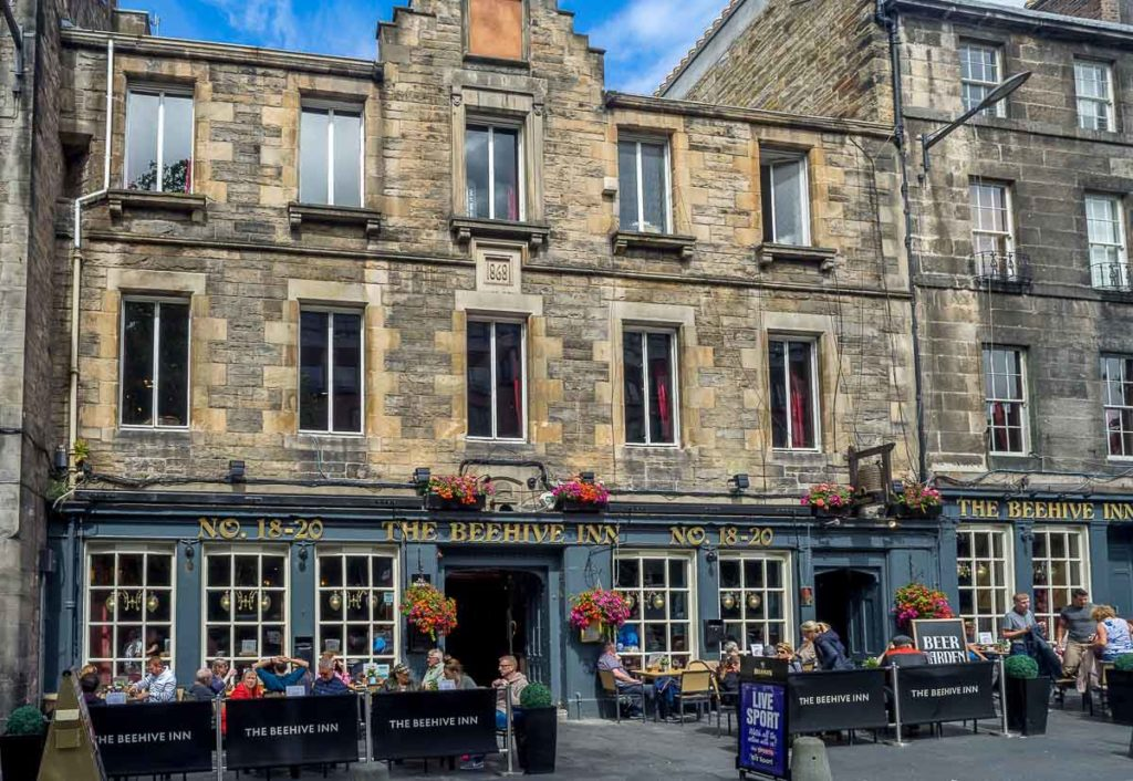 Beer Gardens in Edinburgh - Beehive Inn Grassmarket
