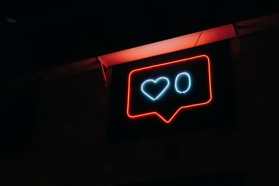 """Social Media Tips for Bloggers - """"Like"""" Light-up Sign"""