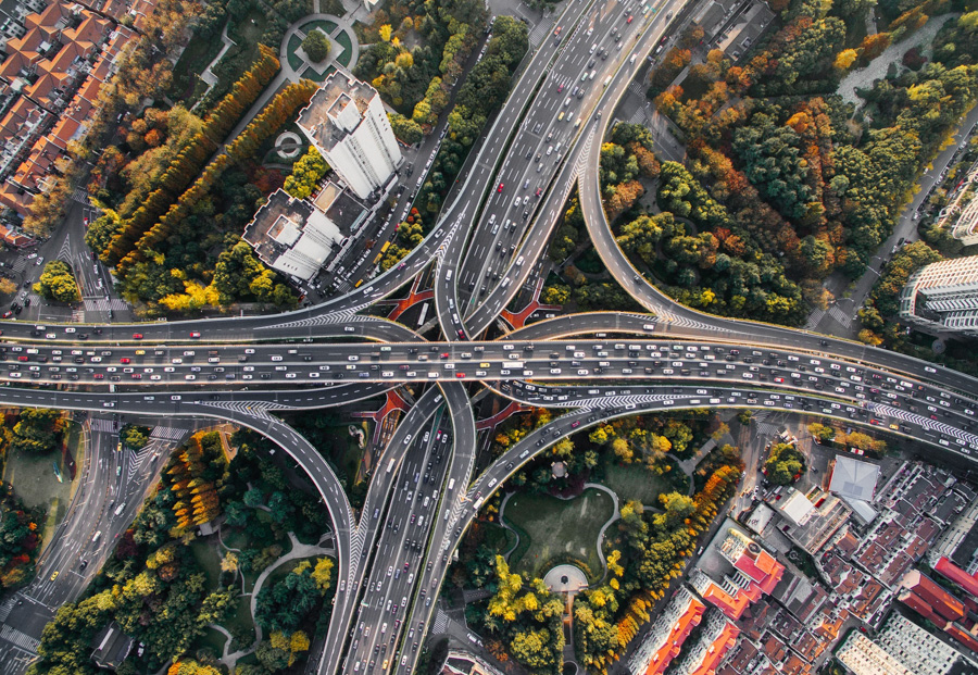 Busy motorway from above - How to get more blog traffic.